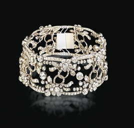 AN EXQUISITE ANTIQUE DIAMOND C