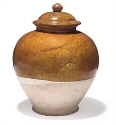 A CHINESE OCHRE GLAZED POTTERY