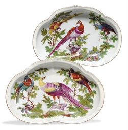 TWO CHELSEA PORCELAIN KIDNEY-S