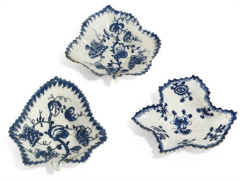 FOUR BOW BLUE AND WHITE LEAF-S