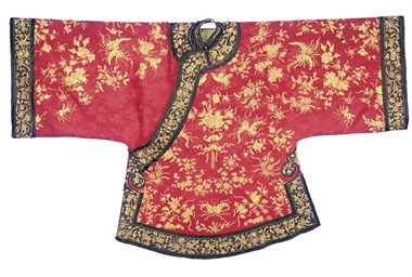 AN INFORMAL ROBE OF RED SILK D