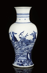 A BLUE AND WHITE BALUSTER VASE