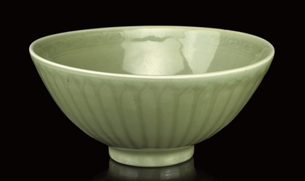A CELADON DEEP BOWL, 15TH/16TH
