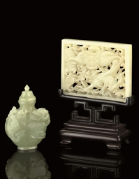 A CELADON JADE SNUFF BOTTLE AN