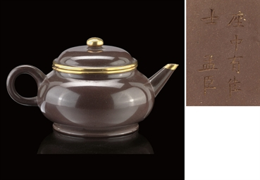 A GLAZED YIXING POTTERY TEAPOT