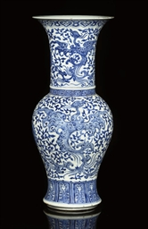 A BLUE AND WHITE YENYEN VASE,