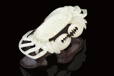 A WHITE JADE CRAB, 20TH CENTUR