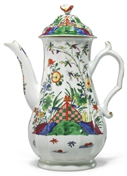 A WORCESTER COFFEE-POT AND COV