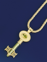 AN 18CT. GOLD AND PERIDOT PEND