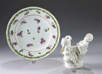 ASSIETTE ROYALE EN PORCELAINE