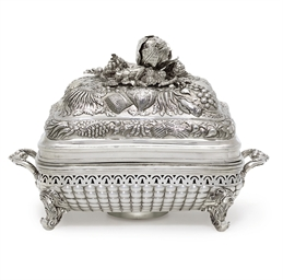 A GEORGE IV SILVER DISH COVER,