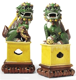 A PAIR OF CHINESE BISCUIT GLAZ