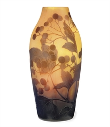 A GALLÉ CAMEO GLASS VASE