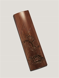A FINELY CARVED BAMBOO WRISTRE
