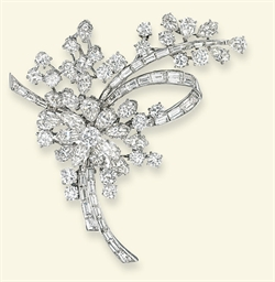 A DIAMOND BROOCH, BY ALBUQUERQ