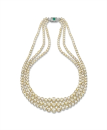 AN ART DECO NATURAL PEARL NECK