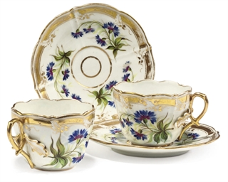 A PAIR OF PORCELAIN TEACUPS AN