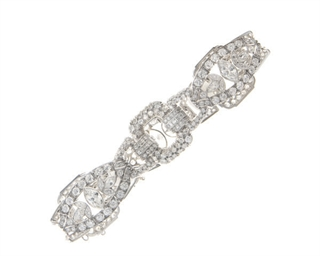 A DIAMOND AND PLATNUM BRACELET