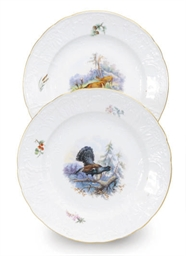 A SET OF TWENTY GERMAN PORCELA