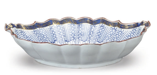AN ENGLISH PORCELAIN SCALLOPED