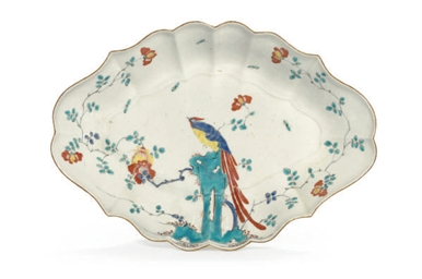 AN ENGLISH PORCELAIN DISH IN T