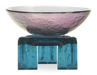 AN AMERICAN MOLDED GLASS BOWL