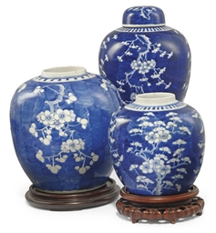 THREE CHINESE BLUE AND WHITE P