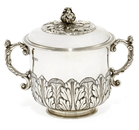 AN EDWARDIAN SILVER PORRINGER