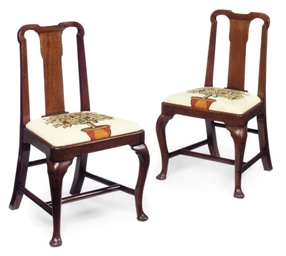 A PAIR OF GEORGE I WALNUT DINI