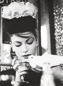 Mary and Dove and Perrier, Paris (Vogue), 1958
