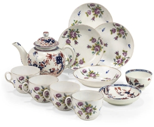 A LOWESTOFT IMARI GLOBULAR TEA