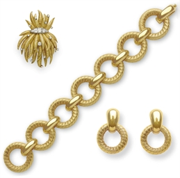 A GROUP OF GOLD JEWELRY, BY TI