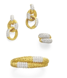 A SET OF GOLD AND DIAMOND JEWE