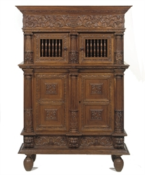 A DUTCH OAK CUPBOARD 'KEEFTKAS