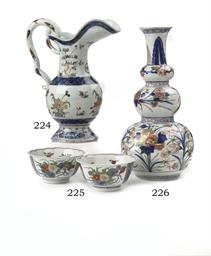 A pair of Chinese verte-Imari