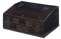 A WILLIAM III OAK SLOPE-LID BOX