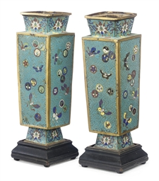 A PAIR OF CHINESE CLOISONNÉ VA