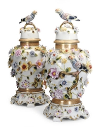 A PAIR OF MEISSEN-STYLE FLOWER