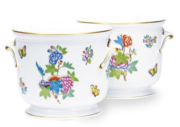 A SET OF SIX HUNGARIAN PORCELA