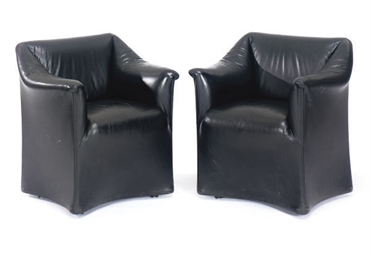A PAIR OF BLACK LEATHER ARMCHA