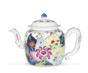 A TOBACCO LEAF TEAPOT AND COVE