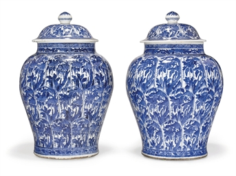 A VERY LARGE PAIR OF BLUE AND WHITE VASES