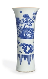 A LARGE BLUE AND WHITE BEAKER
