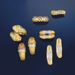 A group of diamond set jewelle