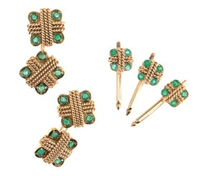 AN EMERALD AND GOLD DRESS SET,