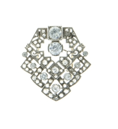 A DIAMOND AND WHITE GOLD BROOC