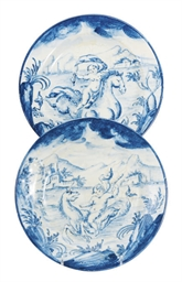 A PAIR OF ITALIAN MAIOLICA BLU