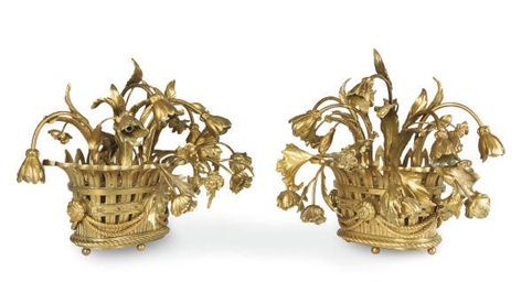 A PAIR OF GILT-BRONZE FLOWERIN