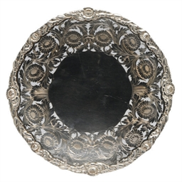 AN EDWARD VIII SILVER SERVING