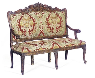 A CONTINENTAL WALNUT SETTEE,
